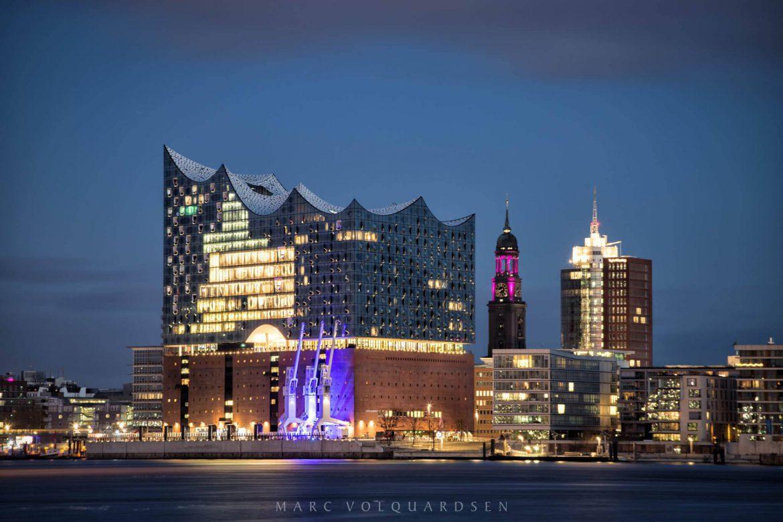 Elbphilharmonie, Michel und illuminierte Kräne