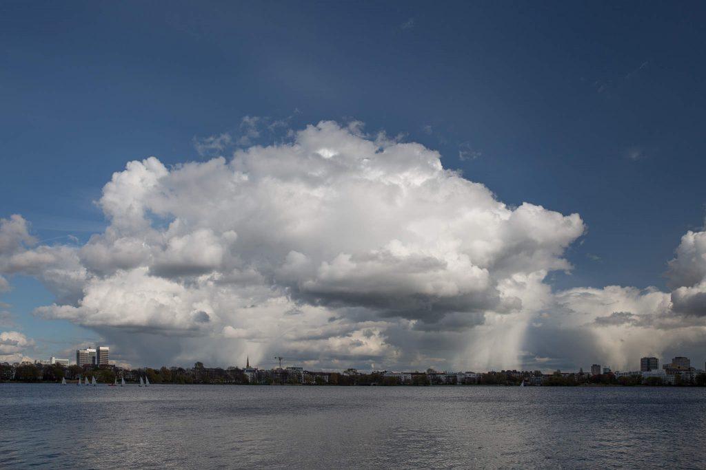 Regenwolken über der Außenalster (II)