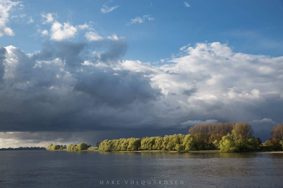 Clouds and light at the river Elbe