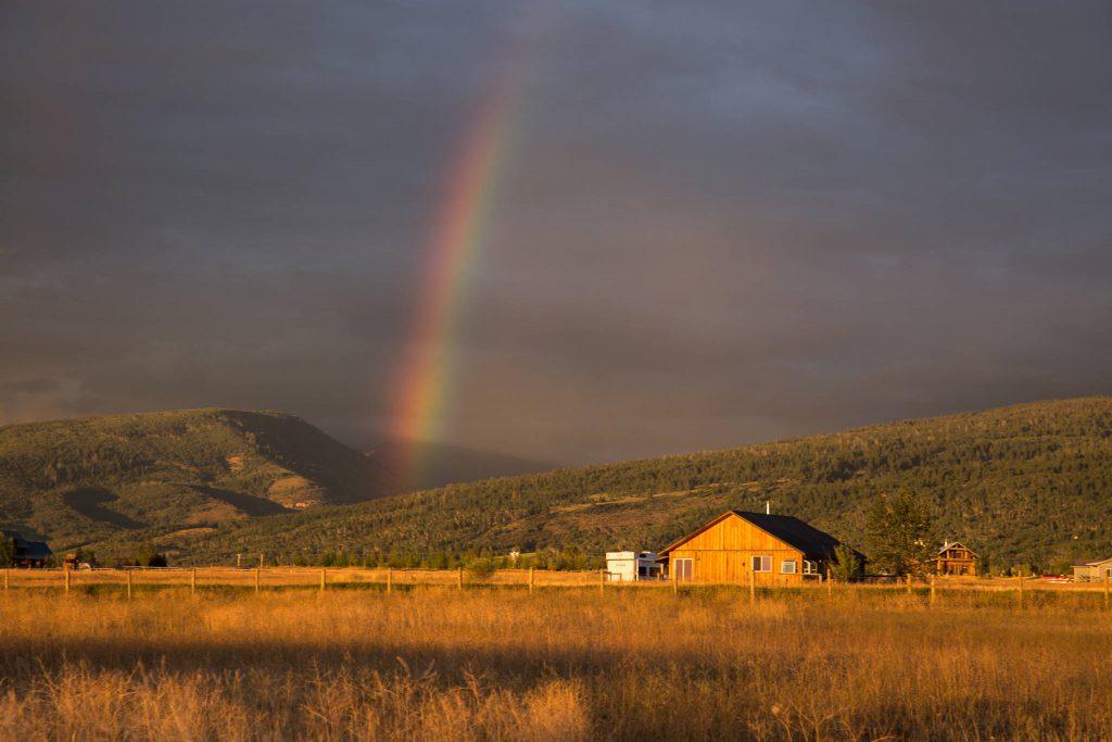 Goldene Stunde und Regenbogen (0751)