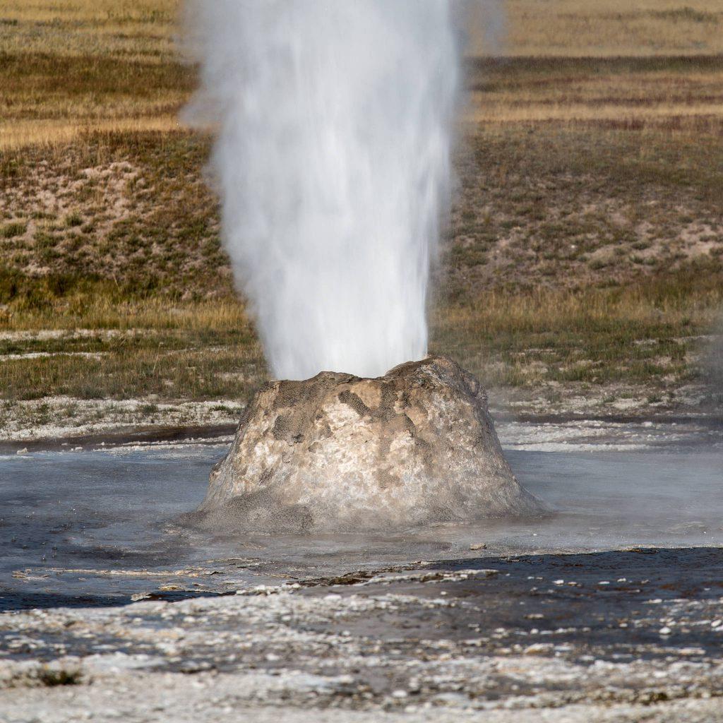 Yellowstone - Beehive Geyser (2515)