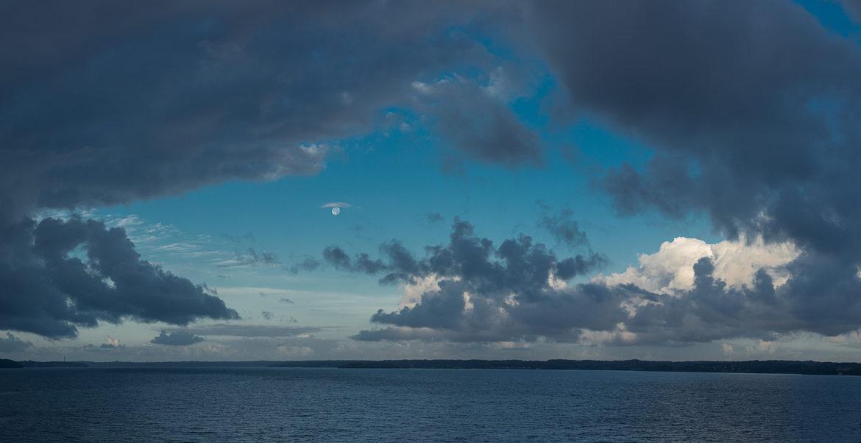 Flensburg Fjord mit Regenwolken