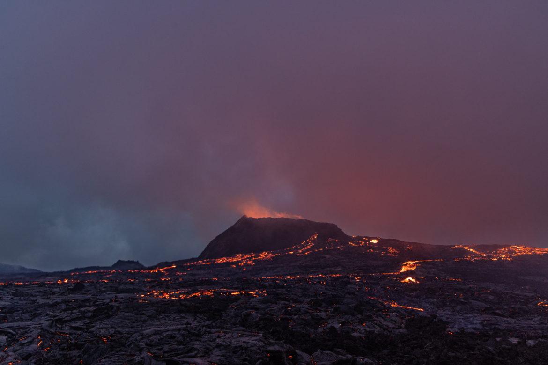 Fagradalsfjall Vulkan - zweifarbiger Himmel (1003)